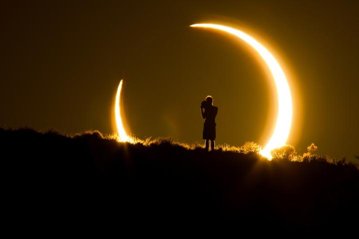 Intensa Luna Llena de Agosto en Acuario — El punto de noretorno