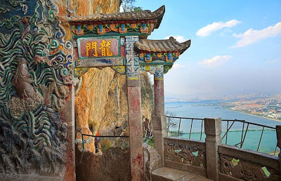 Kunming-dragon-gate-grotto