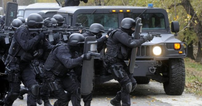 SWAT-team-760x400